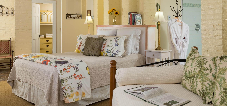Garden Spa room bed