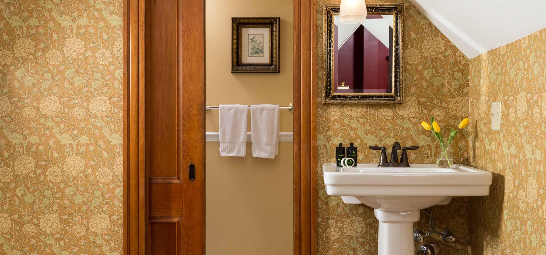 Van Ness Room bathroom