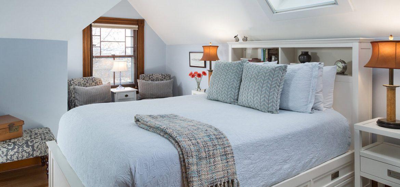 Vincent Room bed